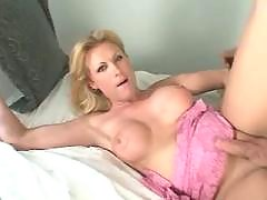 Blond tranny gets cumload in mouth