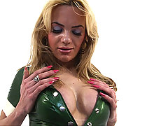 Shemale shows off her curves in latex