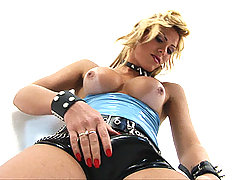 Kanandra Hickman naughty solo in latex