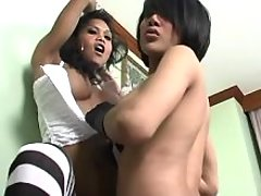Two tempting asian shemales has fun